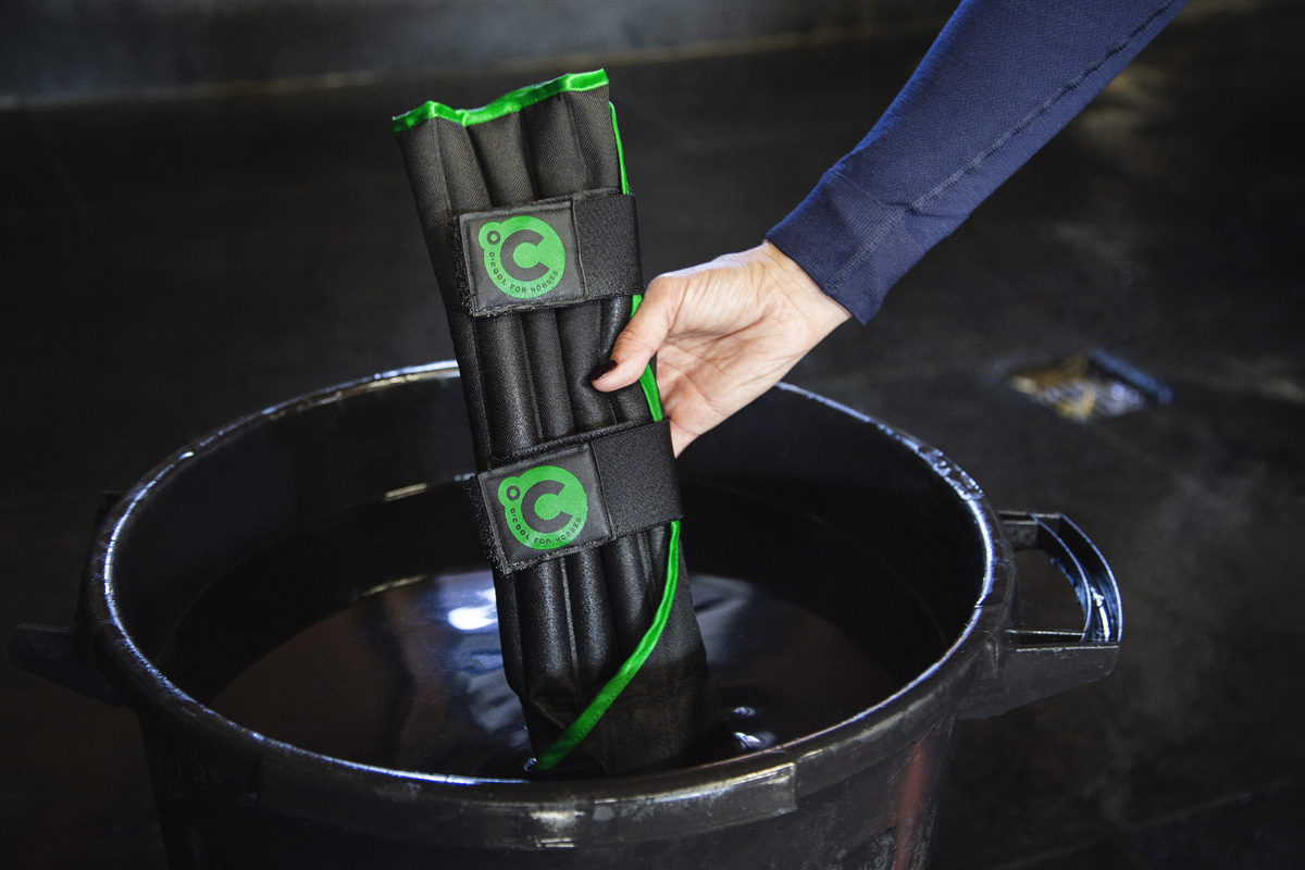 O'Cool water therapy boots for horses Soak therapy boots in a bucket